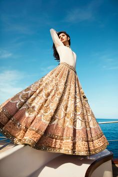 56 Ideas for bridal lehenga white indian Indian Wedding Outfits, Pakistani Outfits, Bridal Outfits, Bridal Dresses, Dress Wedding, Indian White Wedding Dress, Indian Outfits Modern, Indian Fashion Trends, Modern Outfits