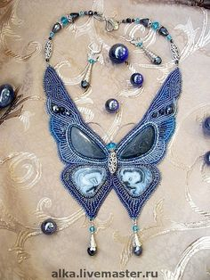 Beaded embroidered necklace This is so beautiful I wish I could have the patience to do this. Bead Embroidery Jewelry, Beaded Embroidery, Beaded Jewelry, Handmade Jewelry, Jewellery, Diy Necklace, Collar Necklace, Necklaces, Beaded Collar