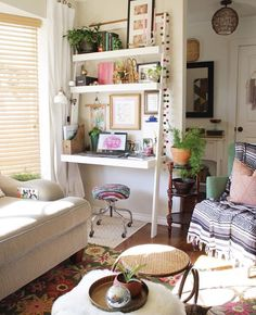 Cut out a small office in a small apartment or studio - Room Decoration İdeas Small Space Bedroom, Small Space Office, Small Room Design, Small Living Rooms, Small Spaces, Family Rooms, Single Girl Apartment, Apartment Living, Apartment Therapy