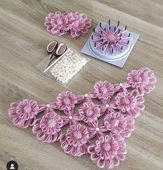 Wonderful Crochet a Puff Flower Ideas Crochet Flower Tutorial, Crochet Flower Patterns, Baby Knitting Patterns, Loom Knitting, Crochet Designs, Crochet Flowers, Poncho Crochet, Crochet Motifs, Crochet Stitches
