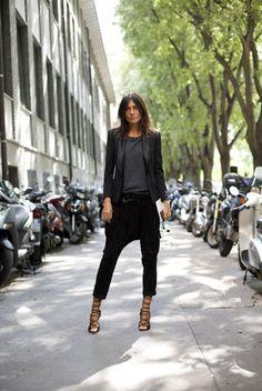 Emmanuelle Alt w/ sarouel pants and high heels Love Her Style, Style Me, Sarouel Pants, Harem Pants, Emmanuelle Alt Style, Drop Crotch Pants, Moda Chic, Mode Outfits, Parisian Style