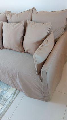 Capa de sofá com tecido de sarja.