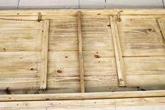 Oro y Menta: Como hacer una mesa de comedor de exterior DIY Bamboo Cutting Board, Divider, Furniture, Exterior, Home Decor, Gardens, Diy Projects, Dining Table, Mesas