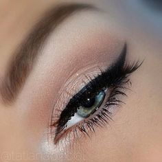 #makeup #eyeliner #eyeshadow Does anyone know what color eye shadow this is? Follow Me on Pinterest @JennBee or check out my fashion/beauty blog http://fashionsheriffjennbee.blogspot.com/