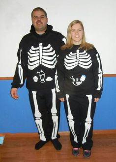 pregnant halloween costume i need what the girl is wearing the baby boy skelton and then to show that it is a boy a blue mohawk but for the pant some black - Pregnant Mom Halloween Costume