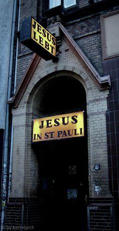 Heilsarmee auf St.Pauli #hh #stpauli #heilsarmee #jesus #talstr http://sanktpaulistreetphotography.jimdo.com