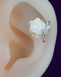cartilage earring - cartilage piercing - cartilage stud - flower floral cute unique - gold cartilage earring rose