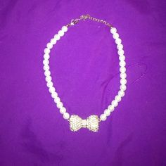 Pearl Necklace Pearl necklace with gold bow with studs in it Jewelry Necklaces