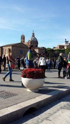 PRIMAVERA planters in Roma, #PiazzaVenezia Altare della Patria #Bellitalia #marble street furniture - arredo urbano - mobiliario urbano - mobilier urbain