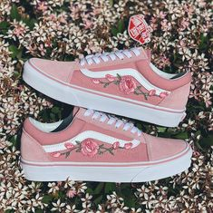 Zephyr Old Skool Vans Rose are sewed on for durability Each individual pair is handcrafted to order Pretty Shoes, Beautiful Shoes, Mode Converse, Embroidered Vans, Vans Shoes Fashion, Moda Sneakers, Floral Vans, Cute Vans, Tenis Vans
