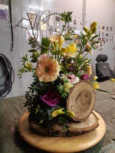 Margarita, Flower Pots, Floral Arrangements, Woods, Diy And Crafts, Floral Wreath, Barbie, Wreaths, Table Decorations