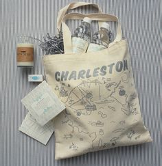amazing Charleston welcome bag   Liz Banfield #wedding