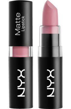 Der hochpigmentierte NYX Matte Lipstick Caviar 15 begeistert mit satter und…