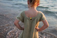 Love this little dress. Free pattern for Dottie.