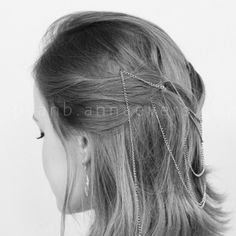 You can make in less than 5 minutes and it will give you a special touch to any hairstyle you wear on the 'amour' day!