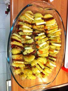 Patatas con chorizo y queso , al horno Chorizo, Ratatouille, Queso, Ethnic Recipes, Food, Potatoes, Cooking, Eten, Meals