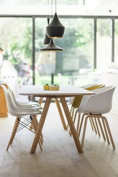 Beautiful Scandinavian Dining Room Design Ideas - Page 30 of 37 Farmhouse Dining Room Table, Dining Room Wall Decor, Dining Room Lighting, Dining Room Design, Dining Chairs, White Dining Table Modern, White Table Top, Eames Chairs, Upholstered Chairs