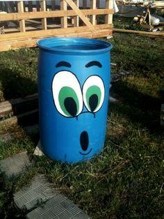 Pin on jardinagem e paisagismo Flower Pot Crafts, Flower Pots, Painted Trash Cans, Diy And Crafts, Crafts For Kids, Barrel Projects, Pot A Crayon, Plastic Bottle Crafts, Plastic Bottles