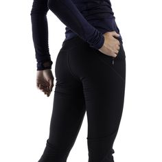 Slim leggings for streamlined performance. With a windproof fabric on the front and a breathable fabric on the back, these tights protect you from the elements, but also give you a place to let off steam. The boot cut fits easily over cross-country ski boots, with a gripper elastic at the cuff to make sure they stay put. Pair with a long sleeved T and a thermal hoodie for an all-out high performance outfit.