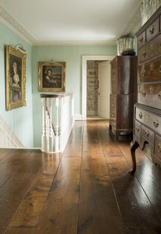 A residence in Wiltshire provides the perfect postcard picture to inspire and appreciate the perfection of oak flooring. Rustic Furniture, Living Room Furniture, Dining Rooms, Reclaimed Oak Flooring, Solid Oak, Entryway Tables, Sweet Home, Gallery Wall, Journal