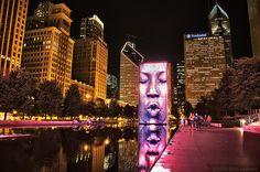 Crown Fountain - Chicago by night http://veronicamarchesi.com/2014/10/la-stagione-dei-tulipani-a-chicago-millennium-park/
