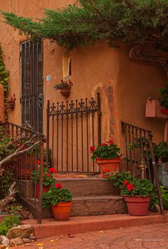 """Is that a bold statement? Here's why I think Santa Fe, New Mexico shares many of the virtues of """"the City of Art"""", Paris, France. New Mexico Style, New Mexico Homes, New Mexico Usa, Mexico House, Mexican Patio, Mexican Garden, Mexican Home Decor, Santa Fe Decor, Spanish Style Decor"""