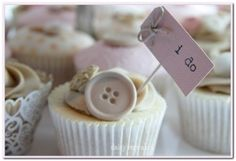 Pretty Little Cakes by Daisy Cakes - http://daisycupcakes.wordpress.com/tag/wedding-cakes/#