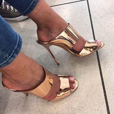@giuseppezanottiworld never step a foot wrong ✨