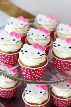 Hello Kitty Cupcake topper made of fondant - the site also has photos showing the hello kitty themed party decor and food. Bolo Da Hello Kitty, Hello Kitty Fondant, Hello Kitty Cupcakes, Cat Cupcakes, Hello Kitty Birthday, Sanrio Hello Kitty, Cupcake Cakes, Cat Birthday, Cupcake Toppers