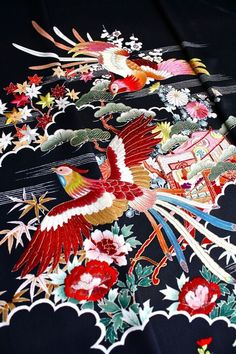 thekimonogallery: Closeup of the embroidered details of a Showa-period mid 20th century kimono.