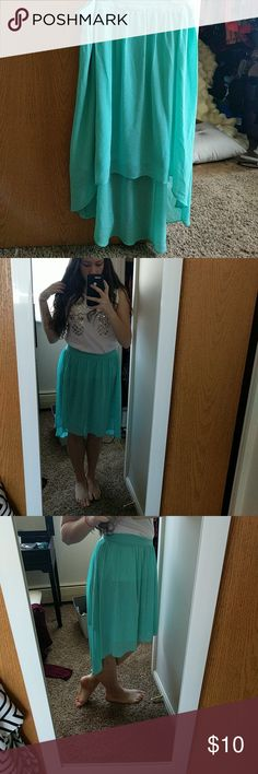 Forever 21 hi-lo skirt In excellent condition with no stains, rips, or snags. Beautiful mint green color that is not see through (I just poorly tucked in my shirt, sorry I'm a busy girl!) Perfect for summer events! Forever 21 Skirts High Low