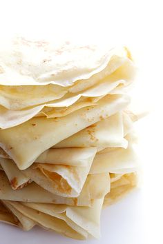 How To Make Crepes -- a step-by-step tutorial and crepe recipe that everyone will love! | gimmesomeoven.com