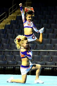 The best Easy cheerleading Youth Cheerleading, Cheerleading Workouts, Gymnastics, Cheer Dance Routines, Cheer Moves, Easy Cheer Stunts, Cheer Camp, Cheer Couples, Cheer Pyramids