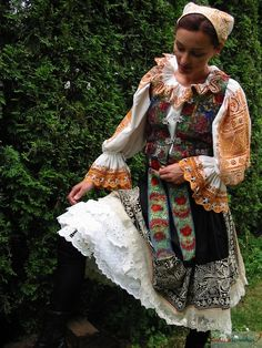 Deva z Piešťan Folk Costume, Ethnic Fashion, Beautiful Patterns, World Cultures, Traditional Dresses, Different Styles, Kimono Top, How To Wear, Clothes