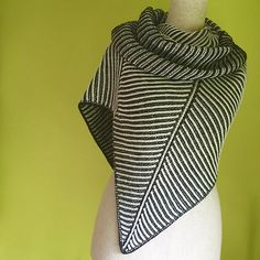 Askews Me Shawl by Stephen West, knitted by himawari | malabrigo Arroyo in Black and Natural