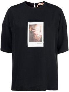 polaroid-print silk-blend t-shirt - Farfetch Cotton Silk, Black Cotton, N21, Polaroid, Women Wear, Short Sleeves, Mens Tops, T Shirt, Fashion Design