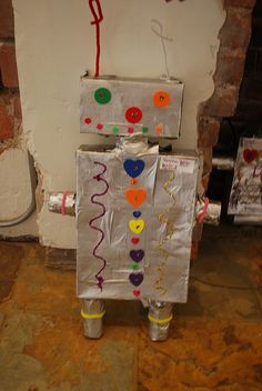 Home made Robot craft Paper Mache Crafts For Kids, Arts And Crafts, Paper Crafts, Toddler Play, Toddler Crafts, Kids Crafts, Robots For Kids, Art For Kids, Junk Modelling