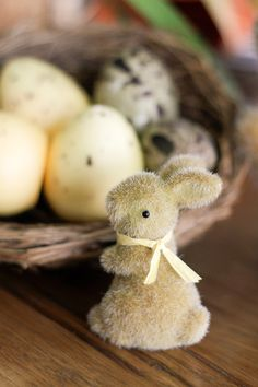 mesa-de-pascoa-decoracao-amarelo-laranja-coelhos-ovos-03