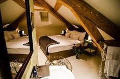 Hôtel La Maison d'Igor Restaurant, Outdoor Furniture, Outdoor Decor, Bunk Beds, Home Decor, Home Decoration, Houses, Double Bunk Beds, Restaurants