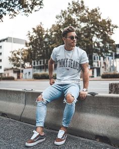 10 Fascinating Useful Tips: Urban Fashion Hip Hop urban dresses swag black.Urban Wear For Men Shoes urban fashion casual simple.Urban Wear For Men Shoes. Fashion Male, Stylish Mens Fashion, Dope Fashion, Sneakers Fashion, Fashion Ideas, Fashion Guide, Fashion Shoot, Urban Fashion Girls, Teen Guy Fashion