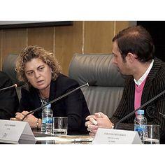 Intervención de Teresa Palahí, vicepresidenta segunda del Consejo General de la ONCE. Al lado, el autor del libro, Juan Merodio.