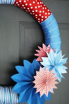 20 Minute 4th of July Wreath DIY tutorial - landeelu.com