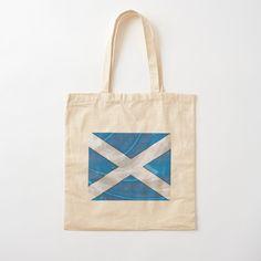 """Léger, imprimé d'un côté, pratique pour transporter votre barda ou vos courses. Réutilisable, parce qu'on sait que vous vous souciez de l'environnement. Sac en tissu 100 % coton, léger : 145 g/m² (4,2 oz). Lanière épaule en coton de 53 cm (21"""") de long et 2,5 cm (1"""") de large. Laver à froid, à la main. Besoin d'un sac ultra costaud ? Le tote bag doublé fera votre bonheur. Scotland, Reusable Tote Bags, Sweatshirt, Hoodies, Courses, Prints, Random, Micro Skirt, Apron"""