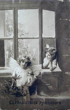 Многие старые открытки, которые дарили членам семьи являются их фотографиями