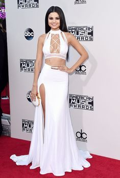 Celebrity Outfit 125 Awesome No Pressure Amazing Edit Selena Gomez Vestido Selena Gomez, Selena Gomez Outfits, Selena Gomez Pictures, Selena Gomez Style, Selena Gomez White Dress, Selena Gomez Body, Selena Gomez Red Carpet, Celebrity Outfits, Celebrity Style