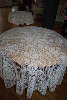 Obrus wykonany na drutach