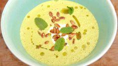 Grønn ertesuppe med mynte – NRK Mat – Oppskrifter og inspirasjon Mozzarella, Hummus, Foodies, Good Food, Pudding, Vegetarian, My Favorite Things, Ethnic Recipes, Desserts