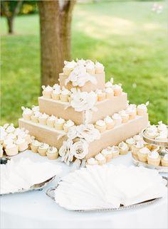 Foam cake covered in burlap with cupcakes? Résultats Google Recherche d'images correspondant à http://static.weddingchicks.com/wp-content/uploads/2012/08/cupcake_tower.jpg