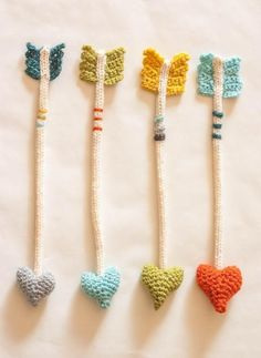 The Dapper Toad: Heart Arrows: New Crochet Pattern.I need to learn how to crochet! Marque-pages Au Crochet, Crochet Amigurumi, Crochet Books, Love Crochet, Crochet Gifts, Crochet Flowers, Knitting Patterns, Crochet Patterns, Crochet Bookmark Patterns Free