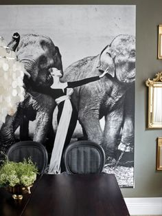 """DIY! Make you own poster with wallpaper. Here to bee seen are the classic Vogue-picture of the super model """"Dovima"""" Photo by Richard Avedon. Beautiful eyecatcher! You can order your own custom wallpaper at www.mrperswall.com"""